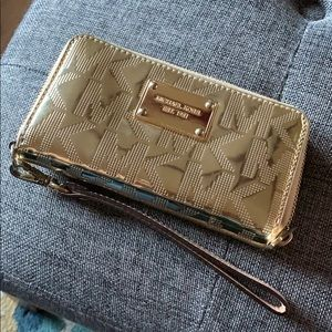 Michael Kors medium size patent leather wallet